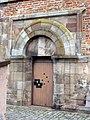 Rheinmünster, Klosterkirche Schwarzach, südliches Seitenschiff, Nebeneingang.jpg