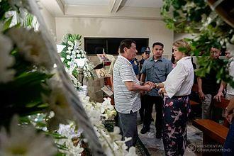 2017 Resorts World Manila attack - President Rodrigo Duterte condoles with actress Azenith Briones, whose husband was killed in the attack, June 4, 2017