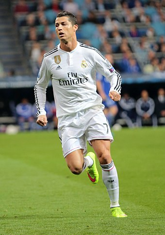 Cristiano Ronaldo has been deployed as an inverted winger. Ronaldo vs. FC Schalke 04 (16854146922).jpg