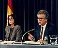 Rosa Conde en la rueda de prensa posterior al Consejo de Ministros con el ministro de Justicia.jpg