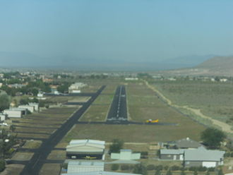 Rosamond Skypark - Looking down runway 26.