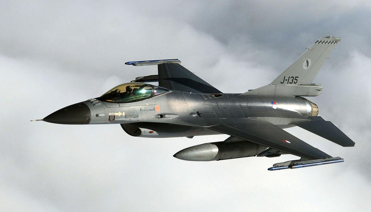 ¿Es peor dejar un recién nacido abandonado para que muera, que abortar? - Página 10 1280px-Royal_Netherlands_Air_Force_F-16_Fighting_Falcon