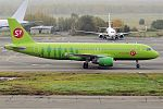 S7 Airlines, VQ-BES, Airbus A320-214 (17277250529) (2).jpg