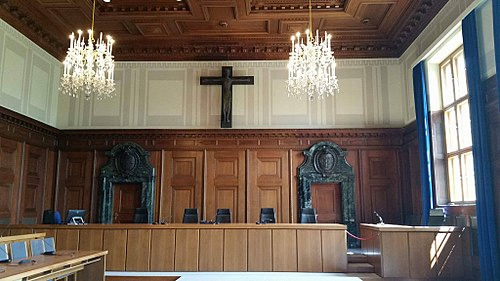 Courtroom 600 in June 2016 showing contemporary configuration S95CrucifixCourtroomNuremberg.jpg