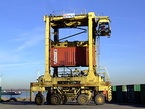 Straddle carrier - Straddle-carrier