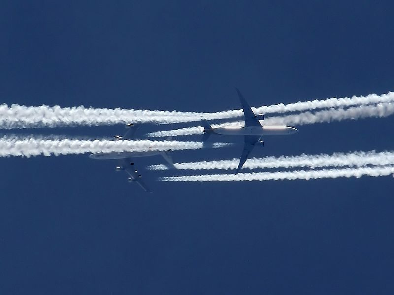 File:SQ 777-300ER and AF Boeing 747-400 over Prague.jpg