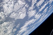 STS132 Earth1