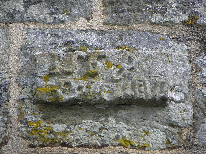 Église Saint-Aignan, commune de Saint-Aignan (56). Inscription ornant le porche sud.