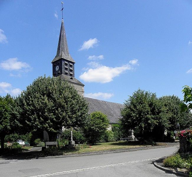 Église Saint-Loup de Saint-Loup-du-Gast (53). Façade occidentale et flanc sud.