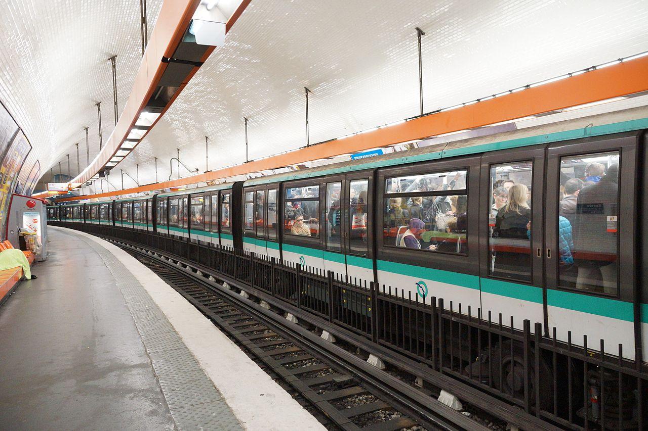 fichier saint michel metro station paris 9 april 2014 wikip dia. Black Bedroom Furniture Sets. Home Design Ideas