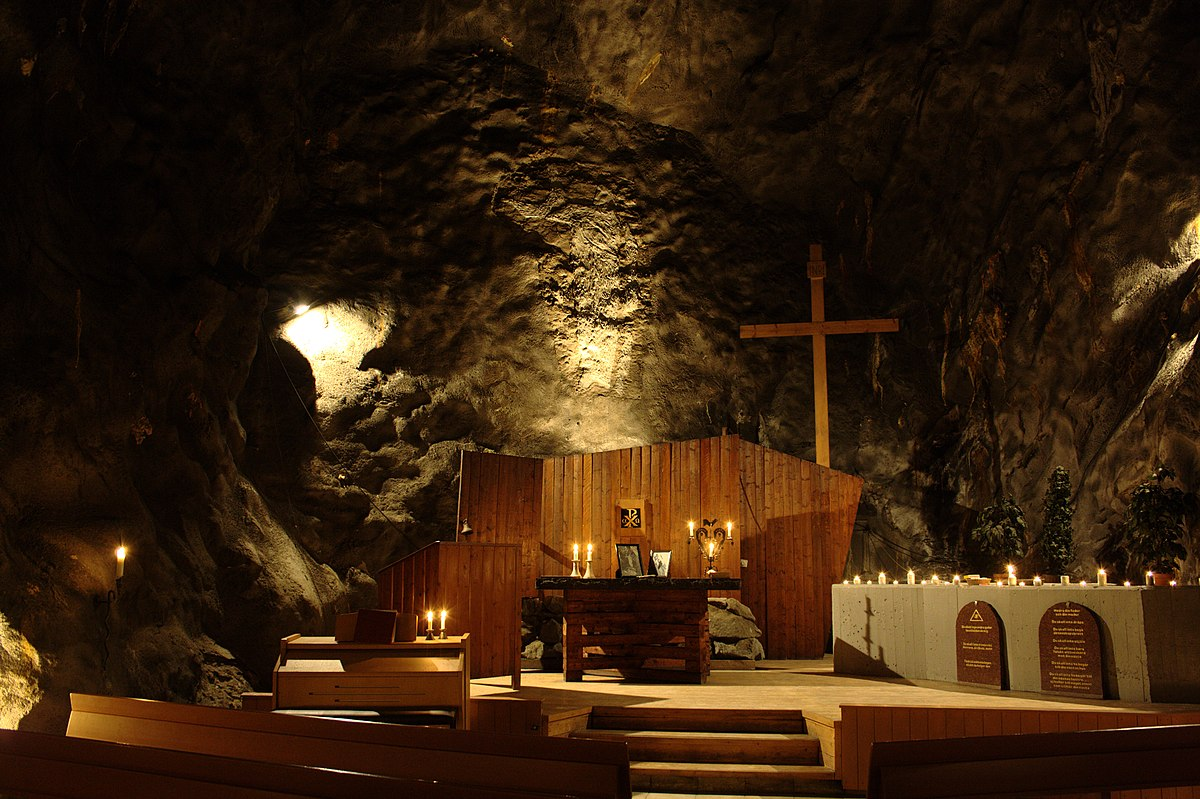 Sankta Anna Underjordskyrka-Altare-2012-06-26.jpg
