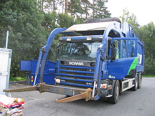 truck specially designed to collect small quantities of waste and haul the collected waste to a solid waste treatment facility