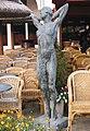 Scheveningen beeld vrouw op terras.jpg
