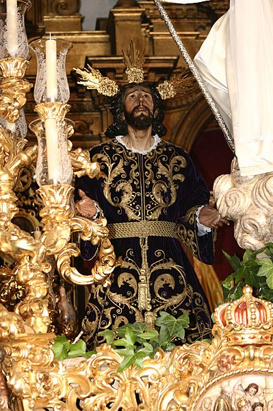 File:SemanaSantaSevillaMontesion1.jpg