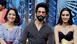 Shahid, Shraddha Kapoor and Yami Gautam are posing for the camera