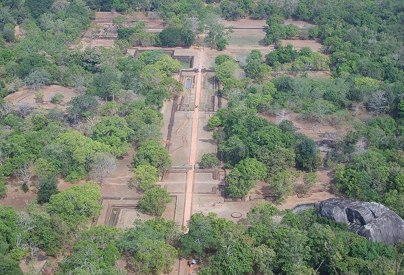 ไฟล์ : สวน Sigiriya จาก top.jpg