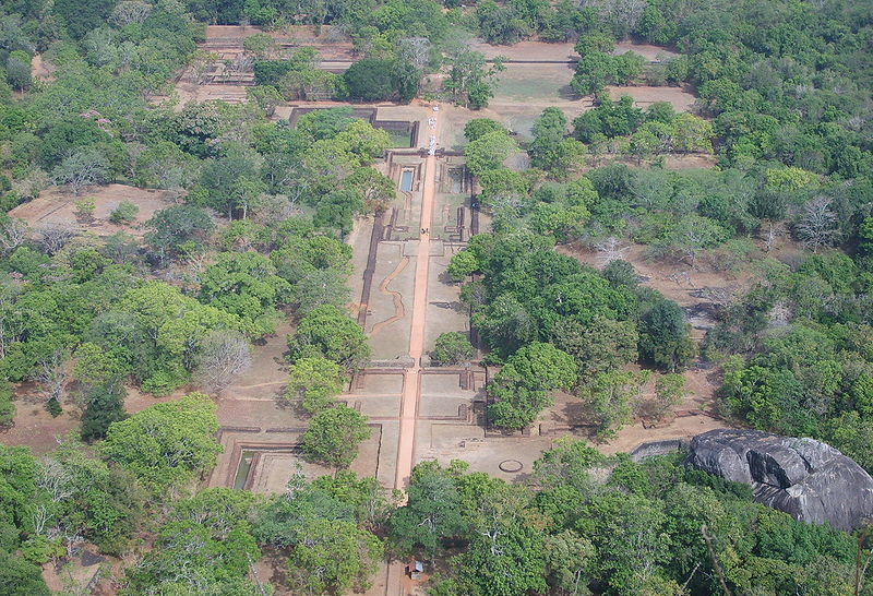Файл: Sigiriya сад от top.jpg