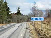 Skå-Edeby skylt 2015.jpg
