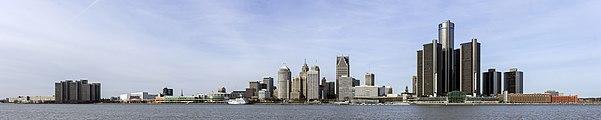 Skyline of Detroit, Michigan from S 2014-12-07.jpg