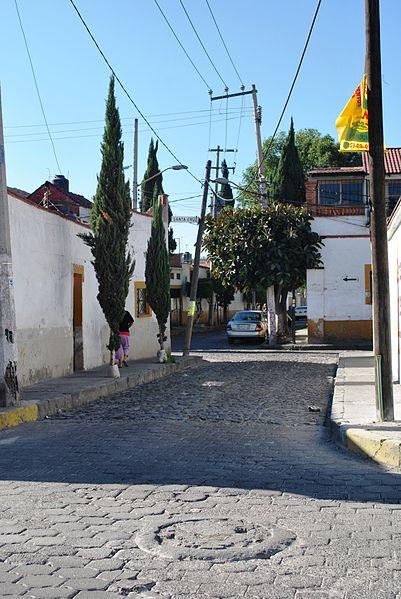 File:SmallStreetIztacalco.jpg