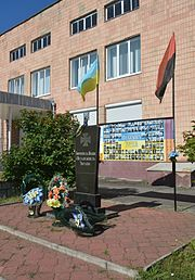 Stara Vyzhva Memorial Sign to Strugglers for Ukraine Freedom and Independence (YDS 5571).jpg