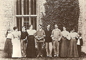 Lytton Strachey - Sons and daughters of Sir Richard Strachey and Lady Strachey. Left to right: Marjorie, Dorothea, Lytton, Joan Pernel, Oliver, Dick, Ralph, Philippa, Elinor, James.