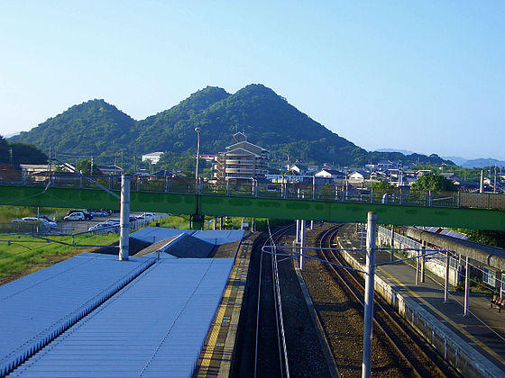 福岡県飯塚市忠隈のボタ山(筑豊富士) - 飯塚市