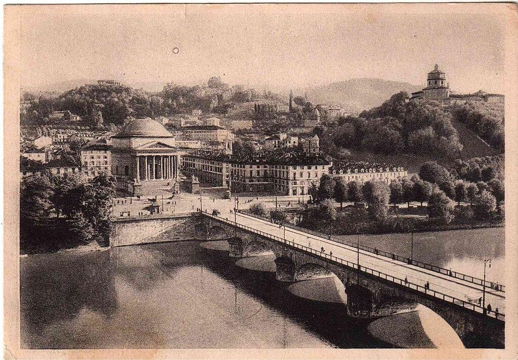 Ponte Vittorio Emanuele II et l'église Gran Madre di Dio à Turin.
