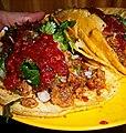 Tacos campechanos con salsa.jpg