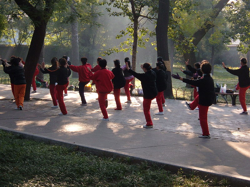 File:Tai Chi Chuan at Temple of Heaven on a Sunday.JPG