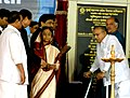 The President, Smt. Pratibha Devisingh Patil unveiled the plaque at the Bhoomipoojan ceremony of Charkop – Bandra - Mankhurd Metro Rail Project, in Mumbai on August 18, 2009.jpg