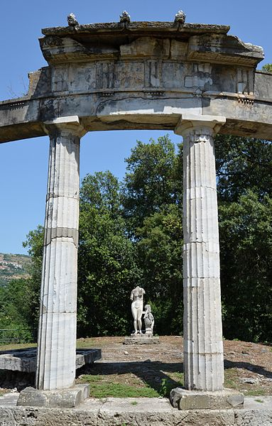 File:The circular temple dedicated to the Venus of Cnidus, Hadrian's Villa, Tivoli (15190482245).jpg