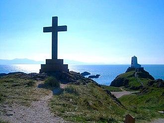 Ynys Llanddwyn - Image: Thelargelighthousean dcrossat Llanddwyn