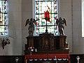 Theuville-aux-Maillots (Seine-Mar.) église, autel avec statues d'anges.jpg