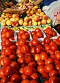 Tomatoes and Peaches at a Farmers Market 20060909 BD.jpg
