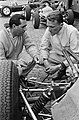 Training Grand Prix te Zandvoort, Dan Gurney (rechts) en Jack Brabham tijdens tr, Bestanddeelnr 916-4628.jpg