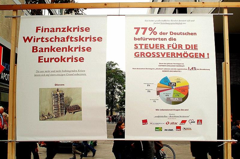 File:Transparente Finanzkrise, Wirtschaftskrise, Bankenkrise, Eurokrise, 77 Prozent der Deutschen befürworten die Steuer für die Grossvermögen, Aktionstag UMfairTeilen 2012 in Hannover.jpg