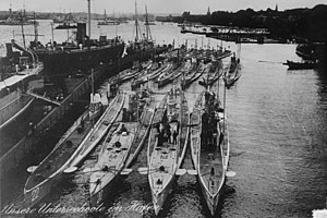 SM U-20 (Germany) - U-20 and her fleetmates in Kiel harbour, 1914