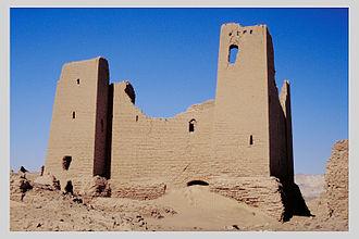 Kharga Oasis - Image: Ummm el Dabadib, fortress (I)