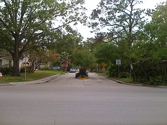 University Oaks, Houston - An entrance into University Oaks on Wheeler Avenue