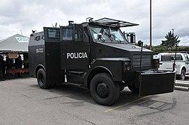 Vehículo Policía Nacional de Colombia (5558616807).jpg