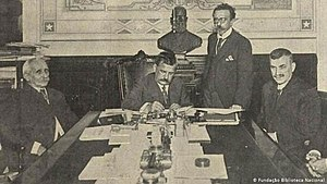 Venceslau Brás - President Brás signs a declaration of war against the Central Powers in October 1917. At his side, the former president and then Minister of Foreign Affairs, Nilo Peçanha, and the governor of Minas Gerais and future president of the Republic, Delfim Moreira.