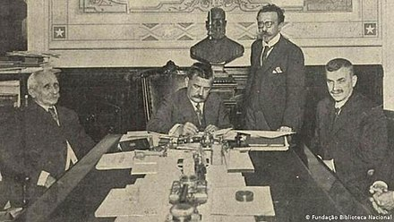 Brazilian President Venceslau Bras signs a declaration of war against the Central Powers Venceslau Bras declara guerra 1917.jpg