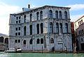 Venezia, palazzo dei camerlenghi dal canal grande.JPG