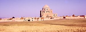 Dome of Soltaniyeh - Image: Village of Soltaniyeh and dome in 1969