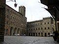 Volterra - Piazza dei Priori - panoramio.jpg