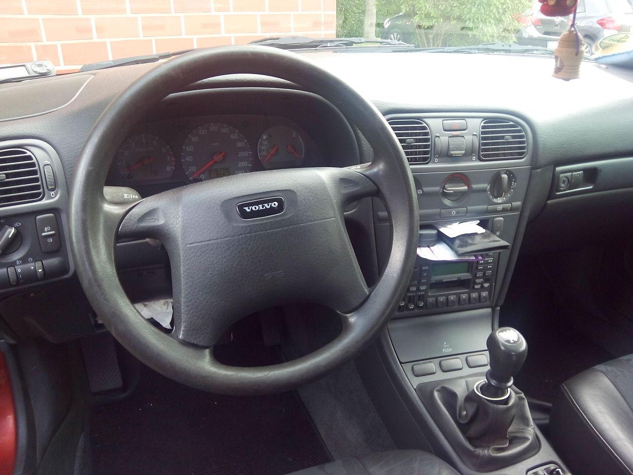 File:Volvo V40 Interior (1998).jpg - Wikimedia Commons