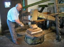 File:Water driven hammer mill - Arbesbach.ogv