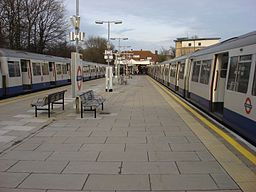 Watford tube station 035