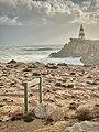 Waves crashing Below Robe Obelisk, South Australia.jpg